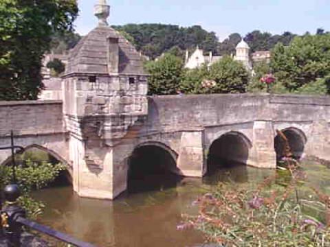 Bridge with lock-up