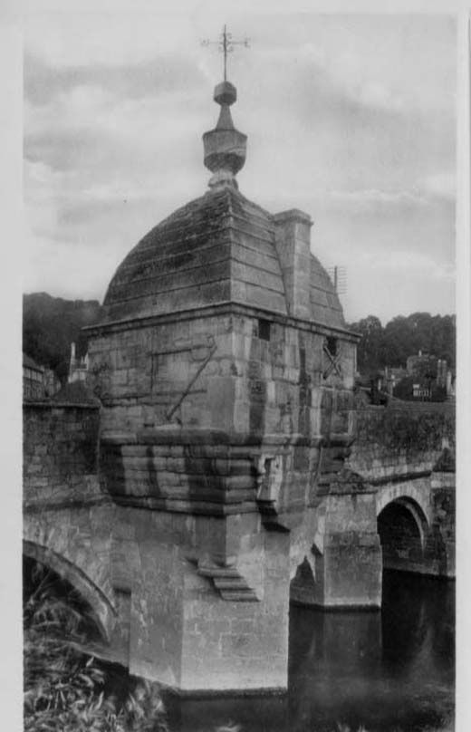 Postcard, The Bridge Chapel, showing the Blind House lock-up on Town Bridge, Bradford-on-Avon, Wiltshire, early 20th century