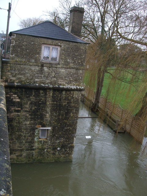 Wharf and former toll house next to Halfpenny Bridge, Thames Street, Lechlade